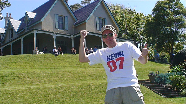 Photograph of Craig Gill wearing a Kevin07 t-shirt at Kirribilli House