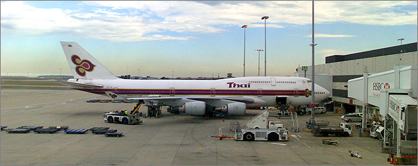 Photograph of Thai Airways International Boeing 747-400 at Sydney Airport