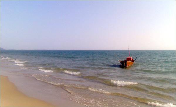 Photograph of the beach near Rayong, Thailand