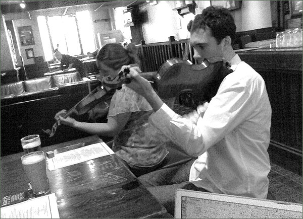Photograph of violinists at the pub