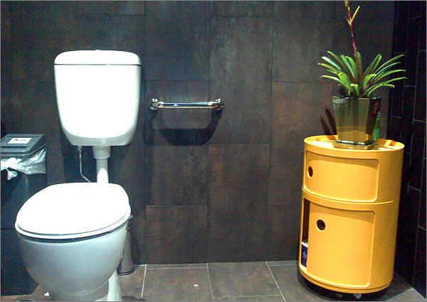 Photograph of the toilet at Chat Thai restaurant, Sydney