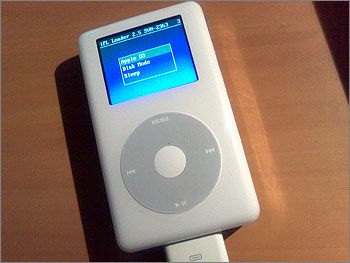 Photograph of iPod Photo with partial installation of Linux
