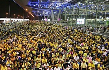 Photo of PAD protesters at Bangkok airport
