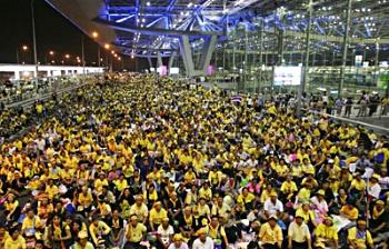 Photo of PAD protesters at Bangkok airport