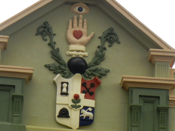 Heraldry Overload, Union Theatre, Lithgow (detail): click to embiggen
