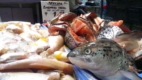 Salmon heads on special at $1.99 per kilogram: click to embiggen
