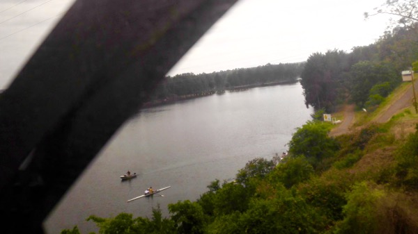 Crossing the Nepean, with boats: click to embiggen