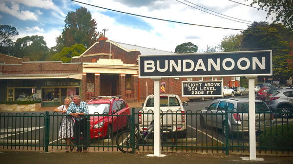 Waiting at Bundanoon: click to embiggen