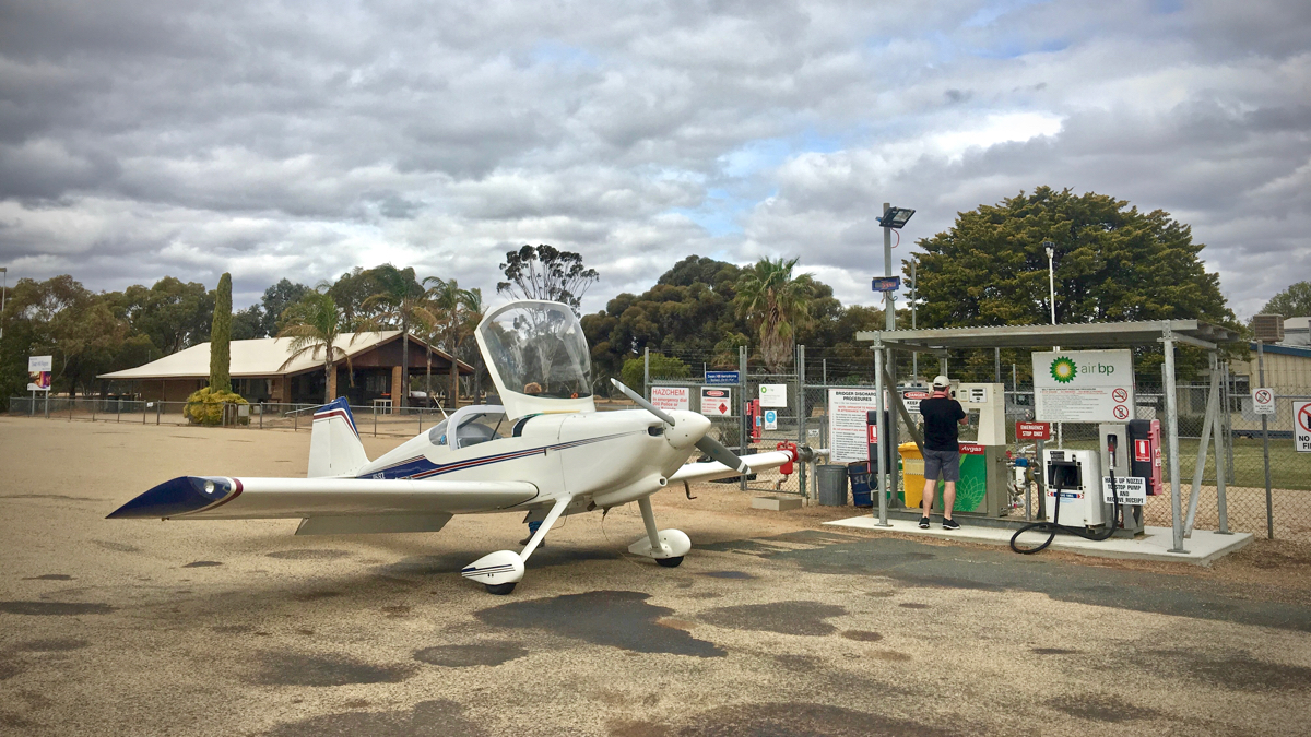 Refuelling at Swan Hill
