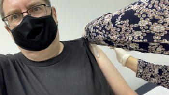 Stilgherrian getting the COVID-19 vaccine